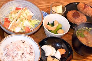 ランチで大人気の「ふくしま定食」。日替わりメニューで福島の野菜をふんだんにいただける