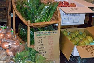福島から直送される野菜。色もつややかでどれも美味しそう!