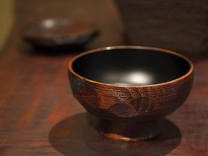 村瀬さんも毎日愛用している「沢栗ハツリ椀」大31,500円。著名人もご贔屓だとか。料理が美味しくなるお椀