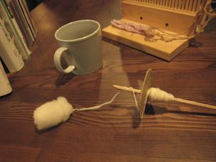 マイスピンドルをキープ!出来上がった糸は、店内にある手織り機で作品を作ることもできます