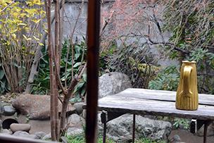 手入れの行き届いた庭の緑が自然と目に入って心地いい