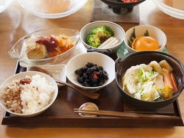 日替わりランチ900円。この日の白菜と大根はオーナーの自家菜園で採れた自然農のもの