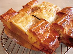 世田谷のりんごが詰まったアップルパイ
