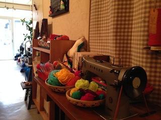用意された、色とりどりの毛糸やフェルト