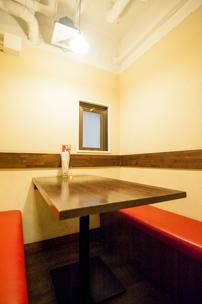 ゆっくりお食事を楽しみたい方は個室も