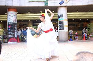モダンダンスにメキシコ特有の地域ダンスを融合したパフォーマンスを披露、「Pendulo Cero(ペンドゥロ セロ)」