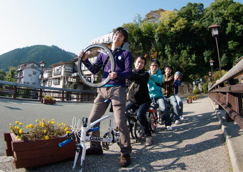 都上八幡でもマップをつくった(左より)小瀬古智之さん、溝口知伸さん、佐藤琢也さん、山崎さん、佐藤さん