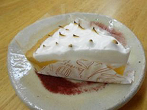 材料にこだわったケーキ