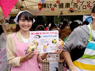 昭和女子大学の「輝け☆健康「美」プロジェクト」では、三軒茶屋にあるパン屋「ぱんやのパングワン」とのコラボレーションメニューが