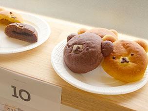 三宿の「3」をモチーフにつくられる「三宿三色パン」がずらりと17種。とっても可愛い3匹のくまパン