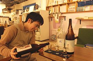 日本酒の飲み比べセットにはおつまみ付きも