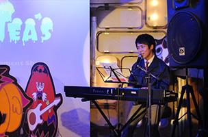 歌手で公務員の中村哲也さん。子どもの成長を父親目線で温かく歌います